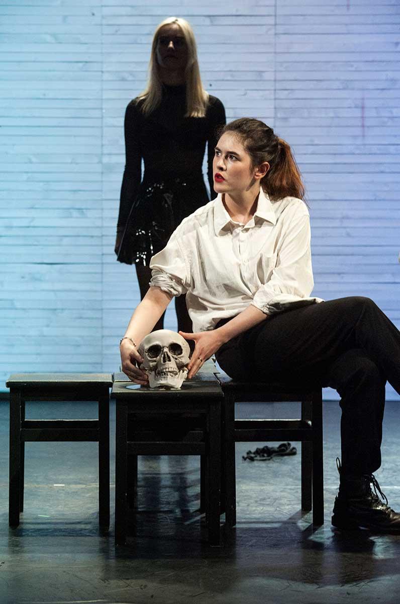 Cut Up avec Jeanne Lambert, dans une représentation du Cours Peyran-Lacroix